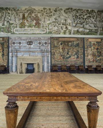 1568 Eglantine Table.
