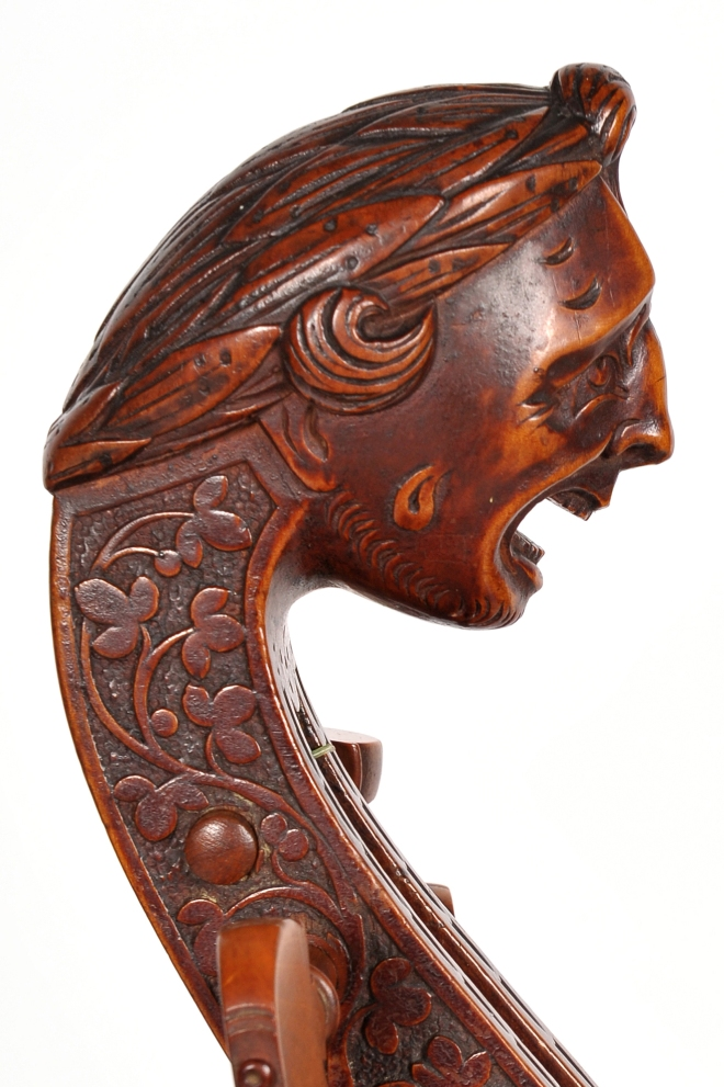 Head of the 1618 Henry Jaye showing the opaque varnish typical on maple parts of Jaye's work.